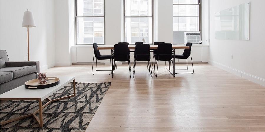 Akú podlahu zvoliť do bytu aby vyzeral väčšie?